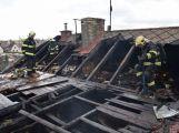 Hasiči zachránili ženu při požáru rodinného domu v Příbrami (17)