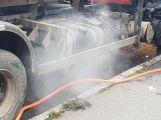 Hasiči vyjeli k hořícímu nákladnímu autu (8)