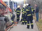 Hasiči vyjeli k hořícímu nákladnímu autu (3)