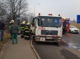 Hasiči vyjeli k hořícímu nákladnímu autu (9)