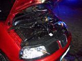 Na sídlišti hořelo osobní auto (7)