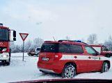 Havarovalo nákladní auto převážející nebezpečné látky, silnice je zcela uzavřena (15)