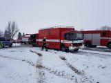 Havarovalo nákladní auto převážející nebezpečné látky, silnice je zcela uzavřena (19)