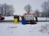 Havarovalo nákladní auto převážející nebezpečné látky, silnice je zcela uzavřena (20)