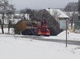 Havarovalo nákladní auto převážející nebezpečné látky, silnice je zcela uzavřena (26)