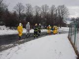 Havarovalo nákladní auto převážející nebezpečné látky, silnice je zcela uzavřena (7)