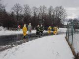 Havarovalo nákladní auto převážející nebezpečné látky, silnice je zcela uzavřena (8)