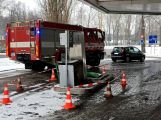 Právě teď: Řidič couval a zdemoloval stojan na čerpací stanici (8)