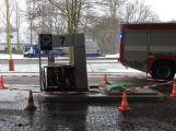 Právě teď: Řidič couval a zdemoloval stojan na čerpací stanici (7)