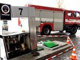 Právě teď: Řidič couval a zdemoloval stojan na čerpací stanici (4)