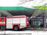 Právě teď: Řidič couval a zdemoloval stojan na čerpací stanici (3)