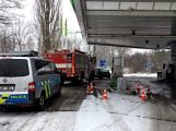 Právě teď: Řidič couval a zdemoloval stojan na čerpací stanici (2)
