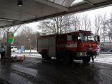 Právě teď: Řidič couval a zdemoloval stojan na čerpací stanici (1)