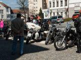 Motorkářům při spanilé jízdě mávaly stovky diváků ()