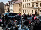 Motorkářům při spanilé jízdě mávaly stovky diváků (12)