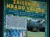 Informační tabule u zříceniny hradu Valdek ()