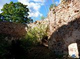 zřícenina hradu Valdek - nádvoří (3)