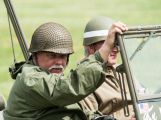 Stovky lidí si u Památníku Vítězství připomněly poslední bitvu 2. světové války (5)