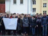 """Studenti příbramských škol se připojili ke stávce a """"Vyšli ven"""" (11)"""
