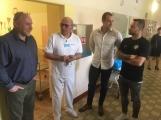 Fotbalisté 1. FK Příbram navštívili nemocné děti, nemocnici darovali 30 tisíc korun ()