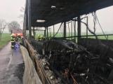 Aktuálně: Plameny zachvátily autobus (14)