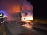 Požár autobusu u Tochovic pohledem hasičů po příjezdu na místo události (16)