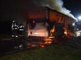 Požár autobusu u Tochovic pohledem hasičů po příjezdu na místo události (15)