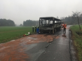 Požár autobusu u Tochovic pohledem hasičů po příjezdu na místo události (13)