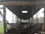 Požár autobusu u Tochovic pohledem hasičů po příjezdu na místo události (11)