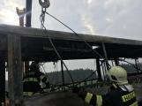 Požár autobusu u Tochovic pohledem hasičů po příjezdu na místo události (7)