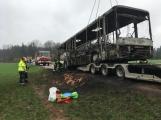 Požár autobusu u Tochovic pohledem hasičů po příjezdu na místo události (1)