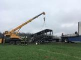 Požár autobusu u Tochovic pohledem hasičů po příjezdu na místo události (18)