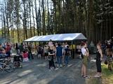 Z Vacíkova se vydali turisté již na 6. pochod na Petráškovu horu (49)