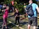 Z Vacíkova se vydali turisté již na 6. pochod na Petráškovu horu (2)