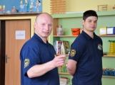 V základní škole ve Školní ulici dnes zasahovala Městská policie Příbram, hasiči, zdravotníci i armáda. Naštěstí jen preventivně ve spolupráci s dětmi (15)