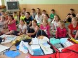 V základní škole ve Školní ulici dnes zasahovala Městská policie Příbram, hasiči, zdravotníci i armáda. Naštěstí jen preventivně ve spolupráci s dětmi (2)