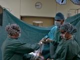 V Příbrami se provádí unikátní urologické operace, byli jsme při tom, račte s námi vstoupit na operační sál (16)