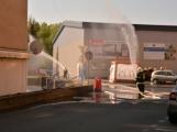 Aktuálně: Únik čpavku povolal hasiče na zimní stadion (22)