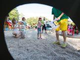 Na otevření Rákosníčkova hřiště přišly stovky lidí (11)
