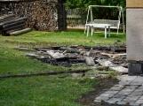 Blesk zapříčinil požár rodinného domu na Příbramsku, škoda je půl milionu korun ()
