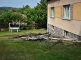 Blesk zapříčinil požár rodinného domu na Příbramsku, škoda je půl milionu korun (6)