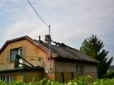 Blesk zapříčinil požár rodinného domu na Příbramsku, škoda je půl milionu korun (5)