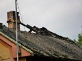 Blesk zapříčinil požár rodinného domu na Příbramsku, škoda je půl milionu korun (4)