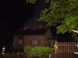 Blesk zapříčinil požár rodinného domu na Příbramsku, škoda je půl milionu korun (1)