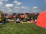 Cvičení: Záchranné složky vyprošťují v Dlouhé Lhotě zraněné z havarovaného letadla (4)
