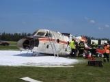 Cvičení: Záchranné složky vyprošťují v Dlouhé Lhotě zraněné z havarovaného letadla (5)