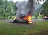 Hasiči zasahovali u požáru osobního vozidla (1)