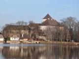 Pohled z hladiny Podzámeckého rybníka (60)