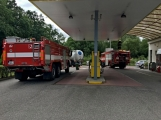 Právě teď: Několik hasičských jednotek zasahuje při požáru nákladního vozidla u čerpací stanice ()