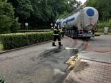 Právě teď: Několik hasičských jednotek zasahuje při požáru nákladního vozidla u čerpací stanice (8)